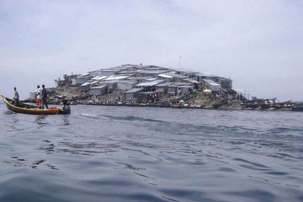 Uganda lowers Kenyan flag in row over Migingo Island
